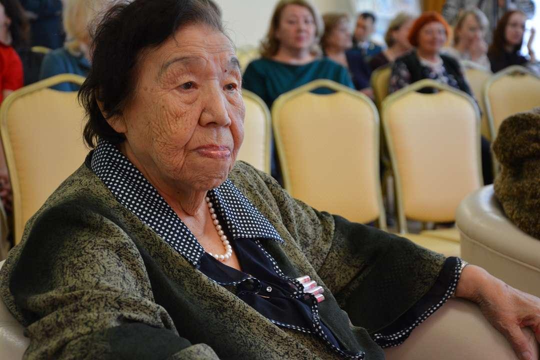 Заместитель Председателя Правительства РФ вручил колымским ветеранам юбилейные медали